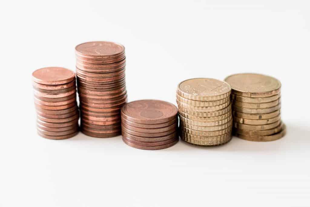Monety ułożone w kopczyki
