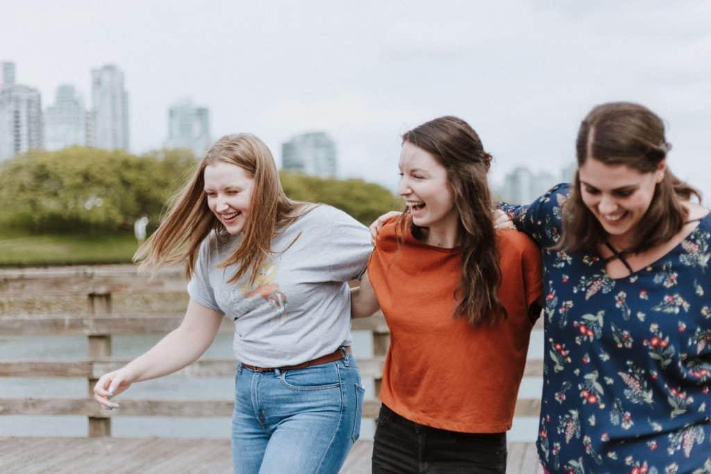 Trzy roześmiane kobiety