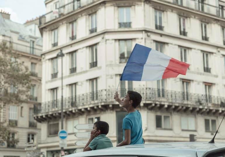 """""""Prawo do bycia zapomnianym"""". Jak Francja chroni nieletnich influencerów?"""