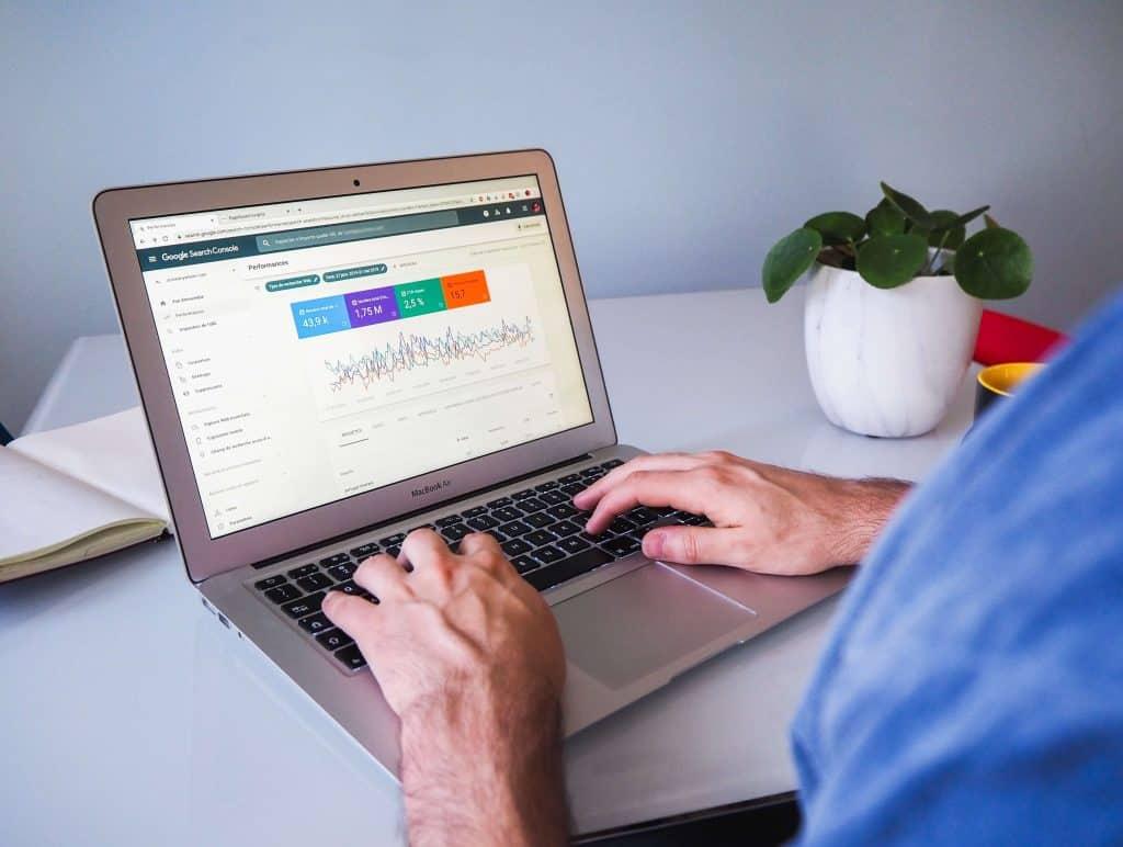 Dane na ekranie komputera