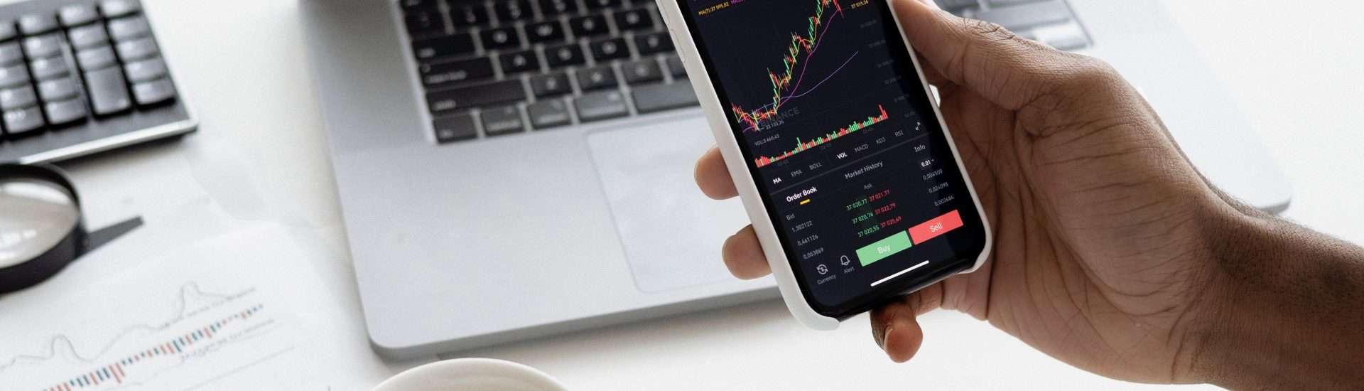 Raporty finansowe odchodzą do lamusa. Czas na social media!