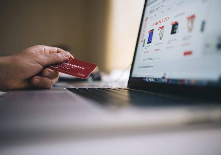 Jak sklepy mogą dotrzeć do klientów przez social media?